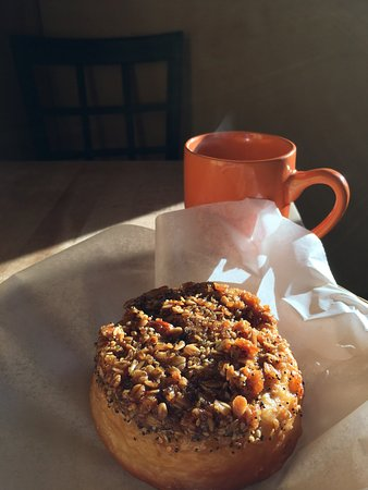 Exeter, Nueva Hampshire: Gooey Granola roll 'n coffee