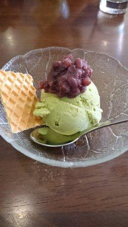 Daiki Japanese Restaurant: ランチデザート、抹茶アイスに餡。ランチは木、金、土曜日のみですが、弁当箱は試食TRYを推薦する。特にグルメの方へ。