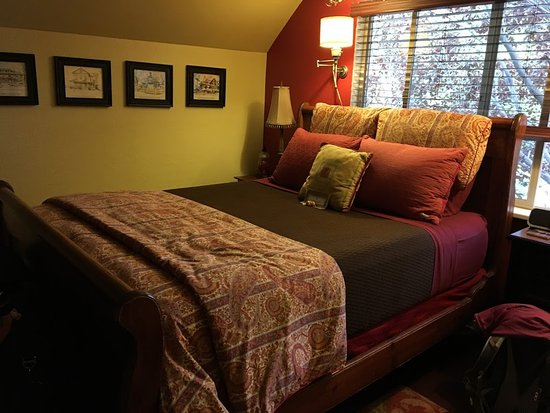 Cali Cochitta Bed & Breakfast: Very comfortable beds....