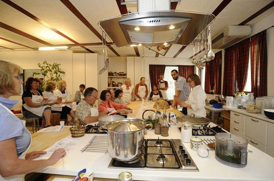 Aula de culinária toscana no centro...