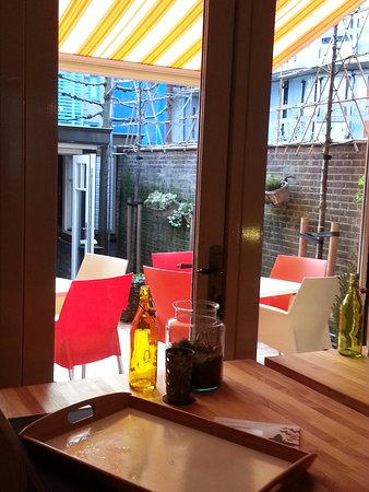 Veenendaal, Países Bajos: A view of the courtyard from the dining room.