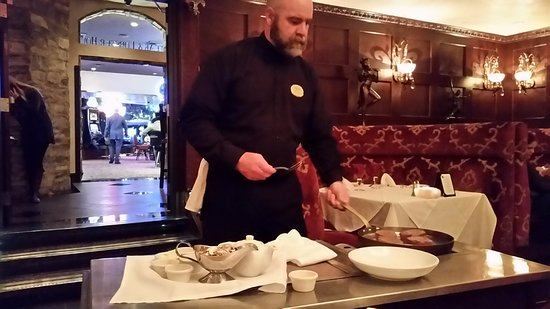 Crystal Bay, Νεβάδα: Our server, Michael, doing a fabulous job cooking our steak Diane tableside