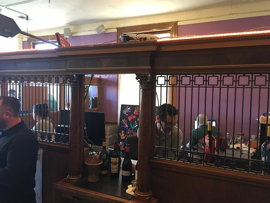 Geyserville, CA: Meeker Winery Tasting Room