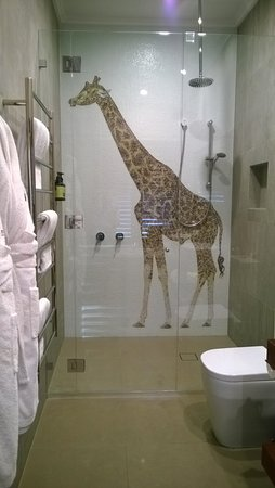 Beau Jamala Wildlife Lodge: Giraffe Bathroom