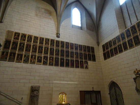 Dom St. Maria: Bishop's gallery - over 500 years worth