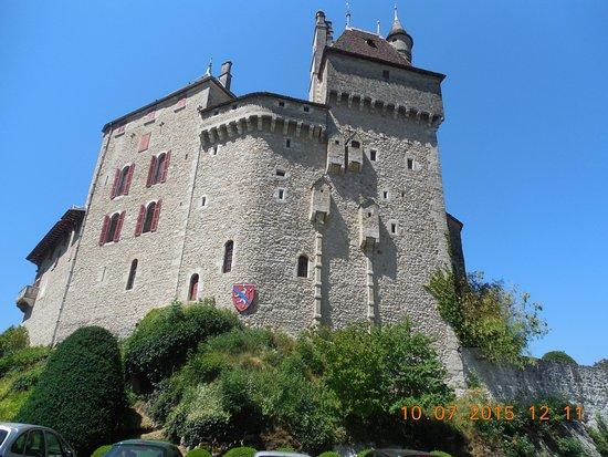 Menthon-Saint-Bernard, France: Bijoux en pierre ce chateau