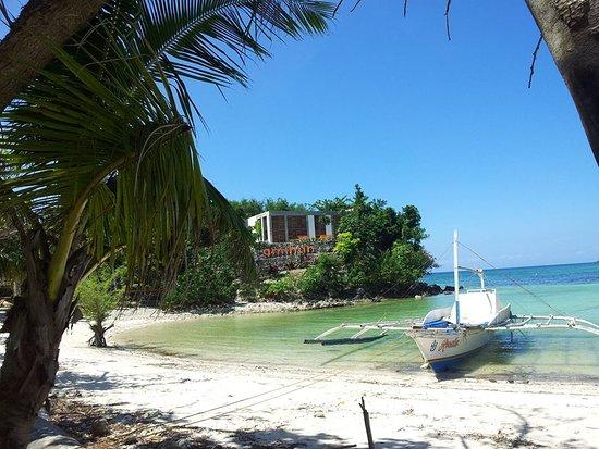 Amihan Restaurant - Tepanee Beach Resort: Dalla spiaggia