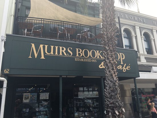 ‪Muirs Bookshop & Cafe‬