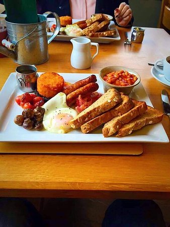 Bolton by Bowland, UK: Gardeners Breakfast with unlimited tea coffee or fresh orange