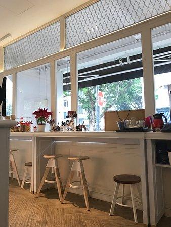 Lovely  cafe shop!💕 咖啡好喝。店員臉上帶著笑容服務也非親切! 在一個午後來到WHISK CAFE,在舒適的空間內享受我們的 cafe time。