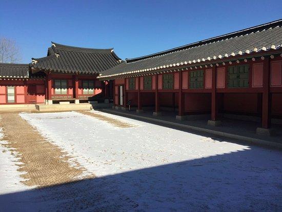 Suwon, Sør-Korea: elevated storage space