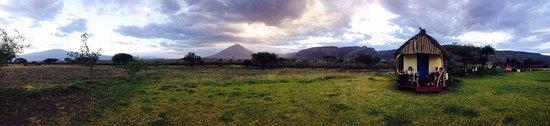 Lake Natron, Tanzania: Levé de soleil au pied du mon Lengai montagne des dieux Maasaï!!!