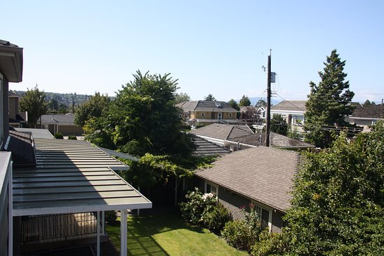 Vancouver Traveller Bed and Breakfast: Balcony suite - view #1