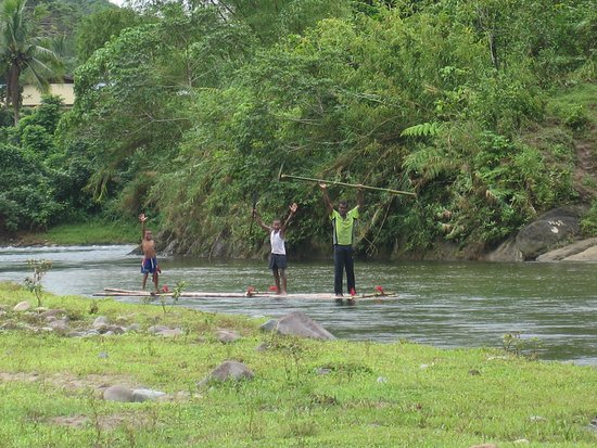 Viti Levu, Fiji: Bilbili rafting (bamboo lashed together as raft)