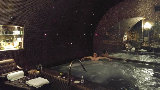 The Basement Spa Pool Picture Of Hotel Da Vinci Spa Paris