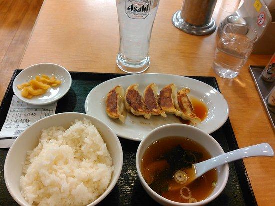 Zushi, Japonia: 2017.1.15(日) 餃子定食(税込380円)と😋いつもの😃(税込270円)