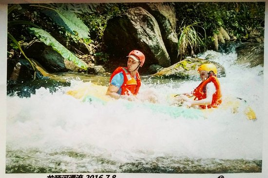 Longjin Rafting: Drifting with my 12 year old son in Longjin.