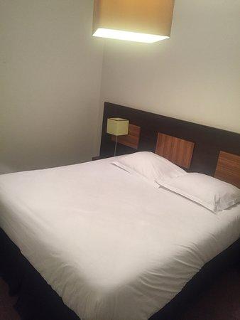 Apart'Hotel Lagrange Vacances Paris Boulogne: 2 chambres Spacieuses, fonctionnelles, bien équipés, manque un peut d'entretien..