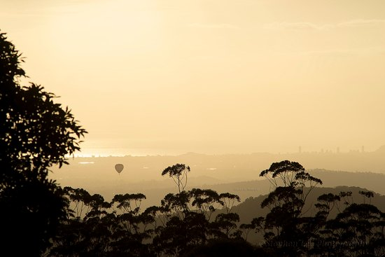 Tamborine Mountain, Australia: Balloon at sunrise