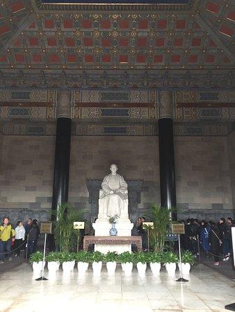 Monument to Dr. Sun Yat-sen: photo3.jpg
