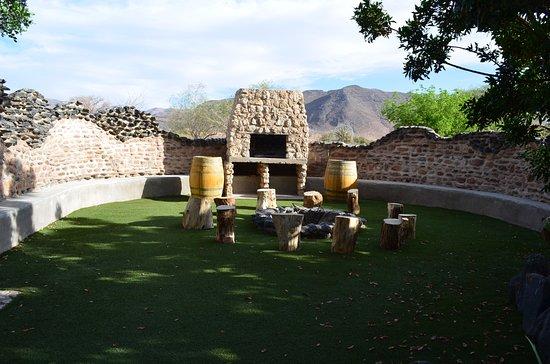 Sesriem, Namibia: Feuerplatz neben dem Haupthaus