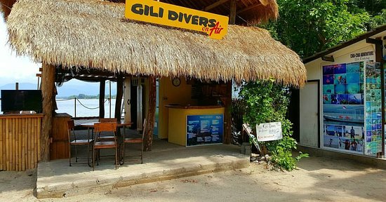 Gili Air, Indonésia: Our shop, as seen from the street