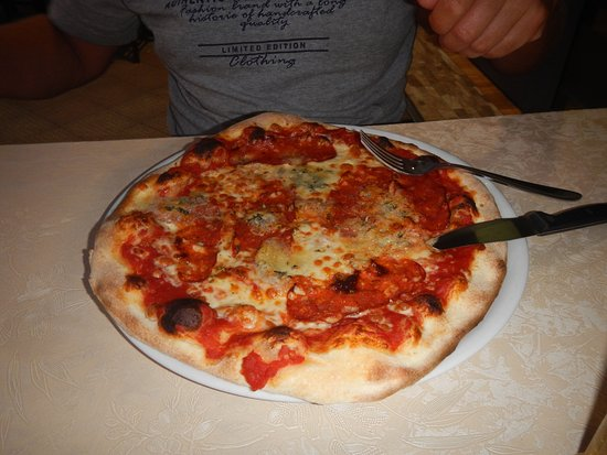 Francavilla di Sicilia, Italien: Pizza Diavlo