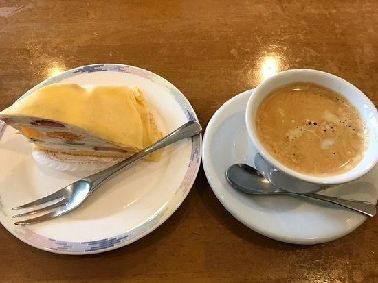Chita, Jepang: ケーキとコーヒー