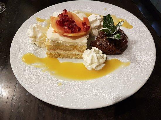 Breisach am Rhein, Alemania: Duet Passionsfrucht-Mango Tiramisu mit Mousse au chocolat