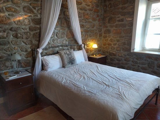 Nereids Guest House : Clean, comfortable and with an amazing window view!