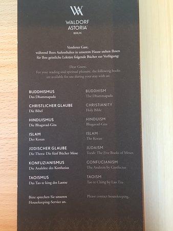 Waldorf Astoria Berlin: Das gefällt mir - nicht die obligatorische Bibel sondern freie Wahl