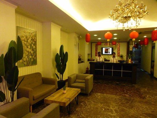 D Eastern Hotel: einladende Lobby