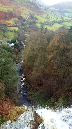 Llanrhaeadr ym Mochnant, UK : The top of the falls across the valley