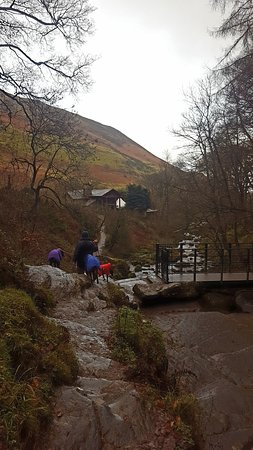 Llanrhaeadr ym Mochnant, UK : Back towards the carpark/cafe