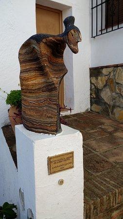 Genalguacil, สเปน: ´Escultura del pueblo (Estoy hasta el moño de subir cuestas)