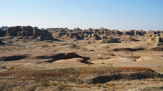 Karamay, Cina: Wind-eroded landscape