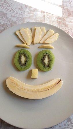 Almedinilla, Spania: Desayuno. Fruta variada y ecológica.