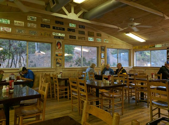 Carolina Smokehouse : Dining area.