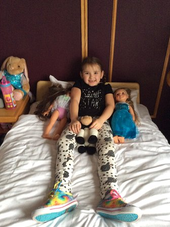 Kingsteignton, UK: Camp bed they got in for my daughter she loved it