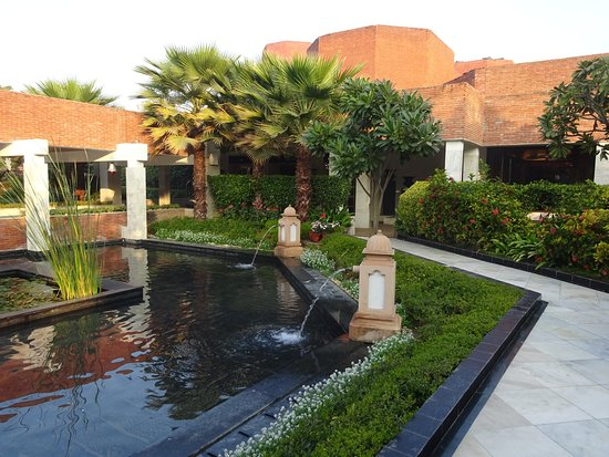 ITC Mughal, Agra: Water Feature on Grounds