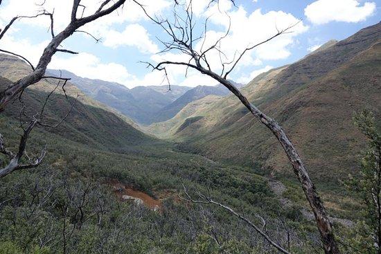 Национальный парк Тселханьян, Лесото: Aussicht vom Mountain Chalet auf die Bergwelt