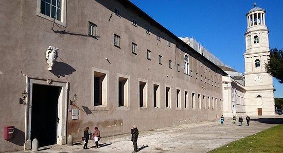 城墙外的圣保罗教堂
