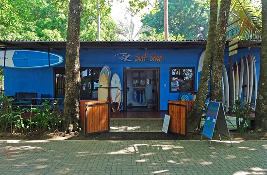 Dominical, Costa Rica : Our shop directly across from the beach