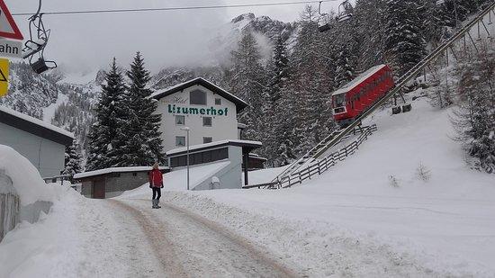 Axams, Austria: Lage neben der Olympiabahn