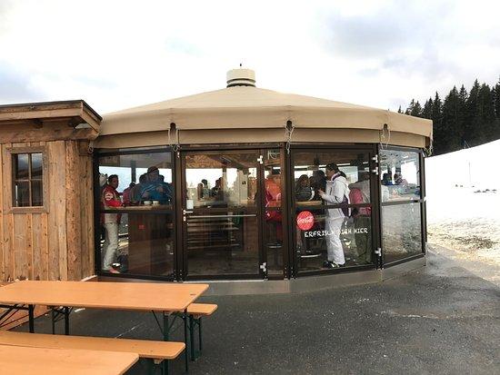 Brixen im Thale, Austria: exterieur van de buitenbar