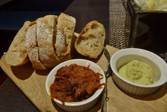 Gruß aus der Küche: Pulled Pork und gewürzte Butter - Picture of ...