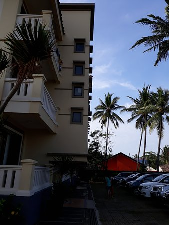 Jayakarta Villas Anyer Beach Resort, Boutique Suites & Spa: parking area