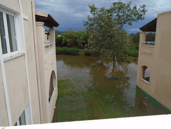 Aquis Sandy Beach Resort: rained in the afternoon, for a short period, complex areas flooded very quick