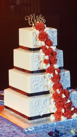 Rolling Meadows, IL: Wedding Cake not from Venue I'll tell you about them in another review