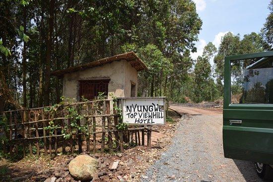 Gisakura, Ruanda: Who needs neon signs?